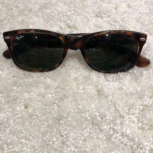 Ray-Ban wayfarer sunglasses - tortoise shell